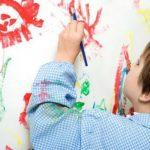 Chia sẻ mẹo hay tẩy vết sơn dính trên quần áo